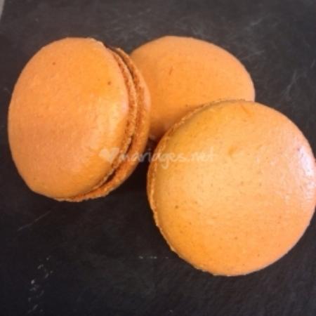Combourg, France: Macarons chocolat et orange
