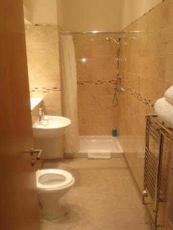 Ecclefechan hotel updated 2017 reviews price for What s a wet room