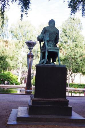Soren Kierkegaard Statue I Bibliotekshaven