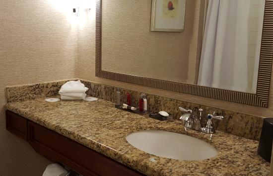Phoenix Marriott Mesa: Bathroom and sink area at the Mariott