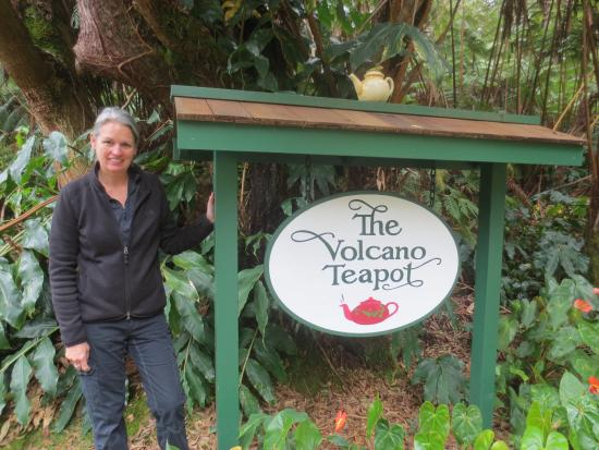 Volcano Teapot Cottage: Street front sign