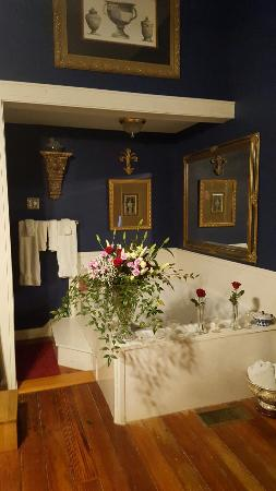 Claiborne House Bed and Breakfast: 20160226_175031_large.jpg