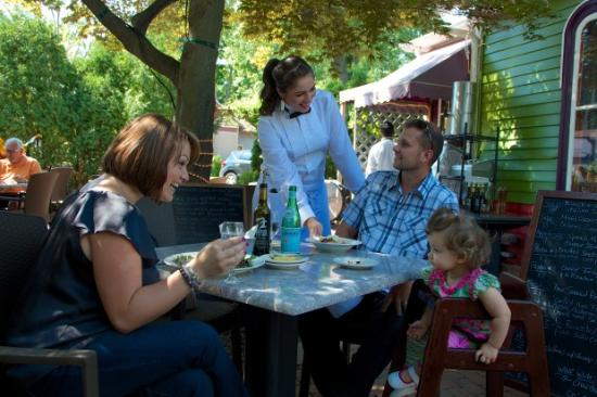 Chesterton, IN: alfresco dining is the best