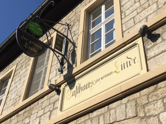Randersacker, Almanya: Restaurant met streekproducten. Wijnboerderij waar ze de eigen wijnen verkopen en schenken!