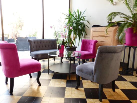 Buzancais, Fransa: Le nouveau salon d'acceuil aux nouvelles couleurs de l'établissement.