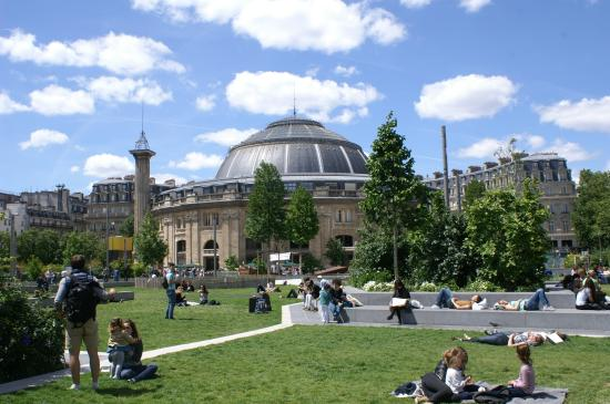 bourse du commerce l 39 entr e photo de jardin nelson mandela paris tripadvisor