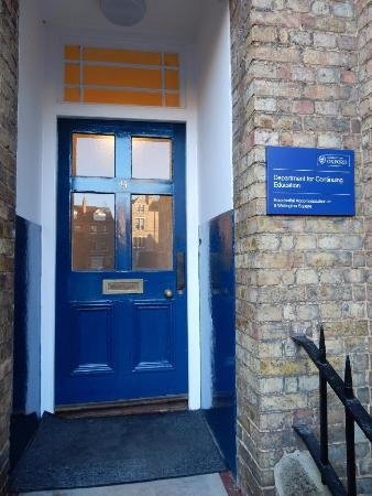 Rewley House: Entrance to no. 9