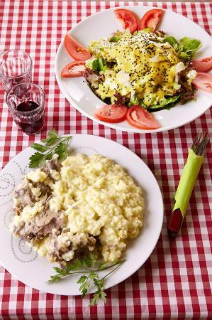 O Tzitziras ki O Mitziras : Γαμοπιλαφο και κρητική σαλάτα