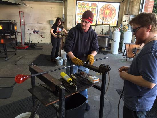Jennifer Sears Glass Studio : Rolling the glass float