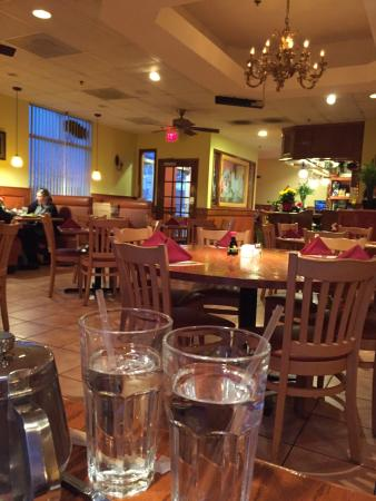 South Riding, Βιρτζίνια: Plenty of seating, clean, has heat, and good service!