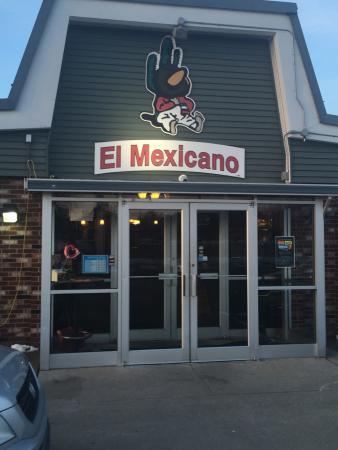 El Mexicano: Entrance and a chicken burrito.