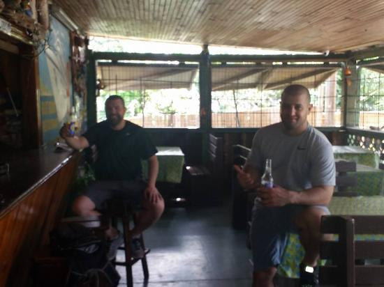 Oyster Pond, เซนต์มาร์ติน / ซินท์มาร์เทิน: Enjoying a beverage