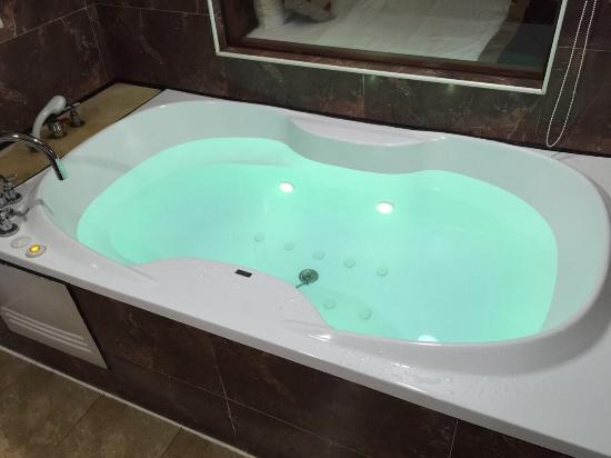 Chyuan Du Spring Resort : 飯店內部裝潢及各式沐浴備品