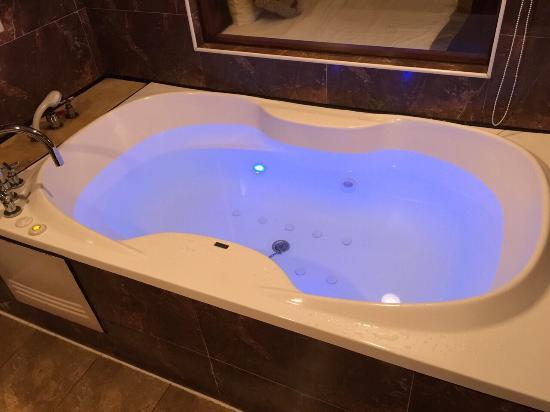 Chyuan Du Spring Resort: 飯店內部裝潢及各式沐浴備品