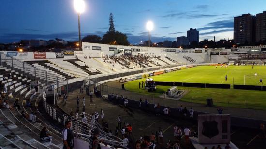 Resultado de imagem para Estádio Moisés Lucarelli, em Campinas (SP) lotado