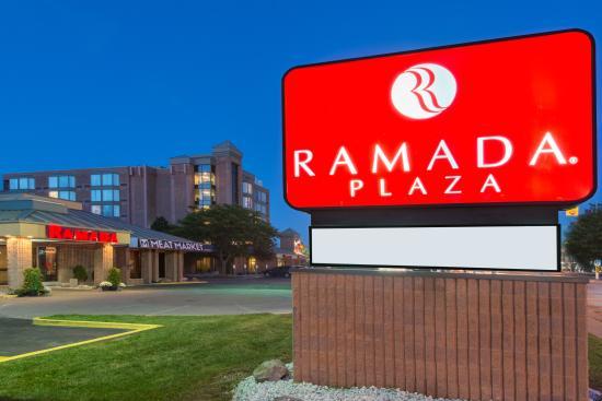 Ramada Plaza Niagara Falls: Exterior - Meat Market + West Tower
