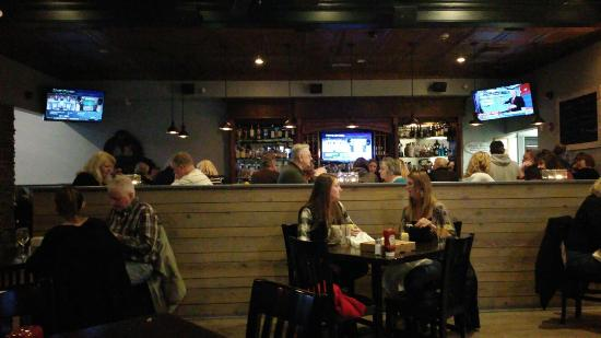 5 West Pub: Casual eatery & bar @ 5West