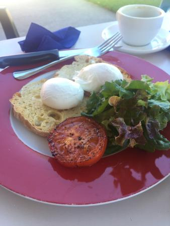 Meridian Cafe: Brunch was delicious and such friendly hosts. If you are in town it's worth stopping in. Maybe i