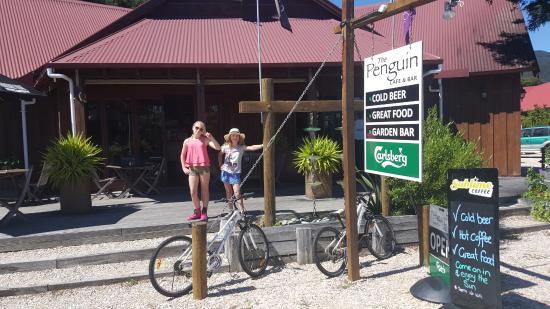 The Penguin Cafe & Bar Pohara: Front entrance to Penguin cafe and bar