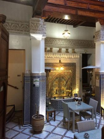 Riad Adarissa: Gorgeous eating / lounge on ground floor