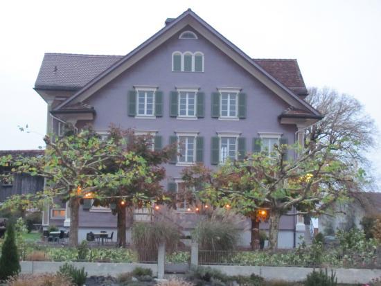 Sins, İsviçre: Garten auf der andrern Seite