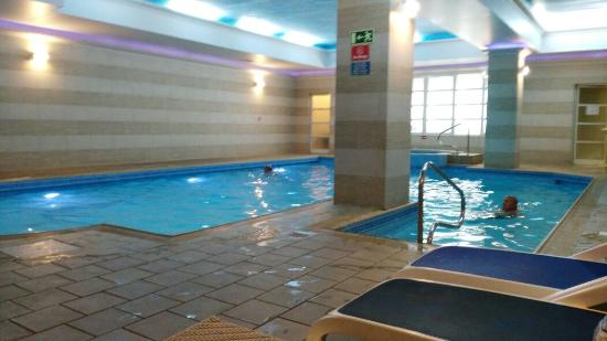 Internal swimming pool with hydromassage picture of for Swimming pools obi