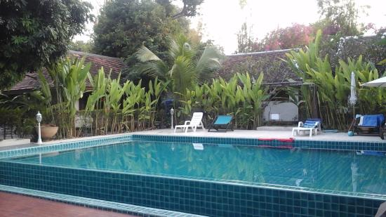 Piscine a d bordement picture of tonnam homestay chiang for Piscine a debordement