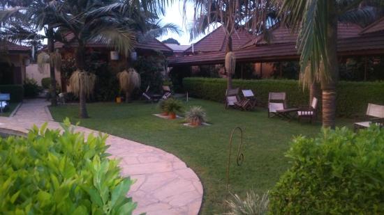Ahadi Lodge: Garten