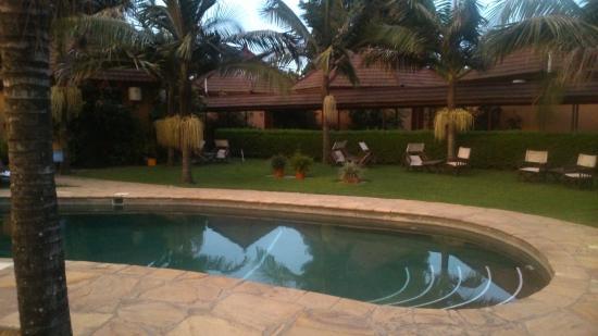 Ahadi Lodge: Pool