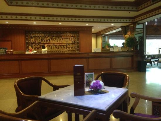 The Park Hotel: Réception et bar