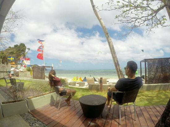 Pahuwayan Suites: Outside the balcony. Great view of bulabog beach. Very relaxing, windy and nice view of people d