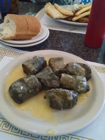 Costas Restaurant: Loved the Dolmades!