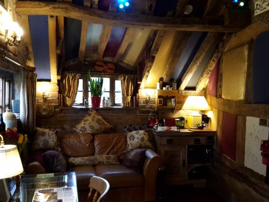 Wizards Thatch at Alderley Edge: Just soooo cosy