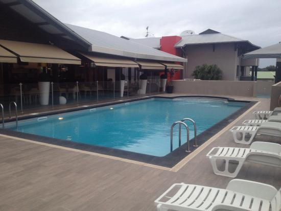Piscine agreable picture of hotel atlantis kourou for Piscine atlantis