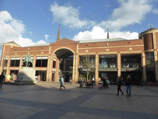 Coventry, UK: Lady Godiva statue and entrance to small Mall