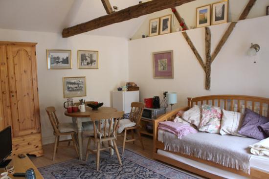 Hildersham, UK: Sittingroom/diningroom & sofabed