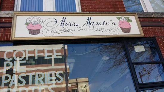 Marietta, GA: Mamie's Cupcake - winner of Cupcake Wars