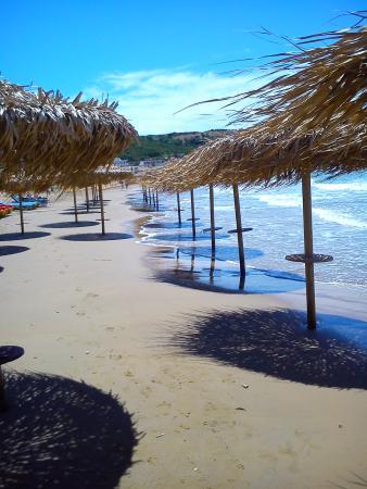 Anatoli Apartments: beautiful beach juat across the road