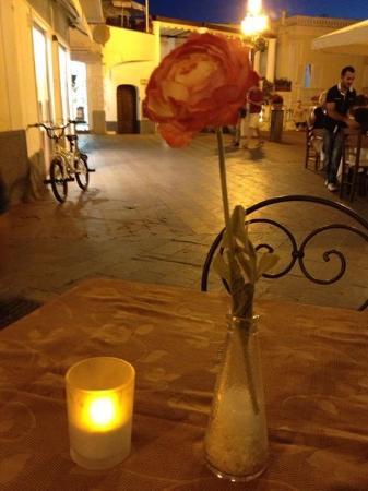 Hotel Biancamaria: Улочка, на которой расположен отель
