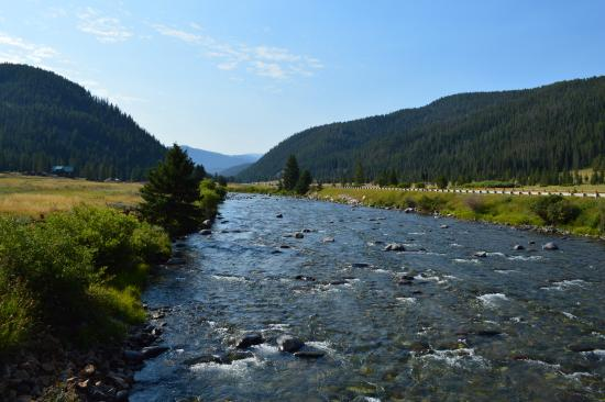 320 Guest Ranch: Riverside view on Gallatin River