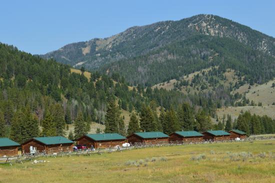 320 Guest Ranch: Riverside Cabins