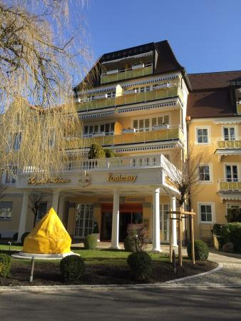 Chateau Fontenay: I stayed this hotel for two night with my son at age 10. We enjoyed our stay.