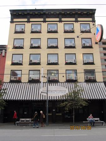 Hostelling International Vancouver Central: 正面から