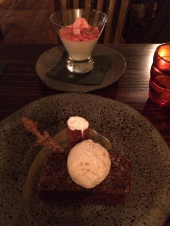 The Queen's Inn Restaurant: Desserts...