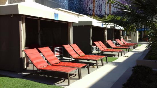 rentable cabanas picture of luxor hotel casino las vegas rh tripadvisor ie