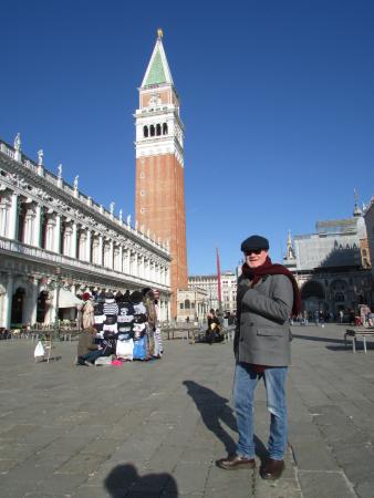 Hotel Le Isole: St Mark's Square : Campanile - 5 minute walk