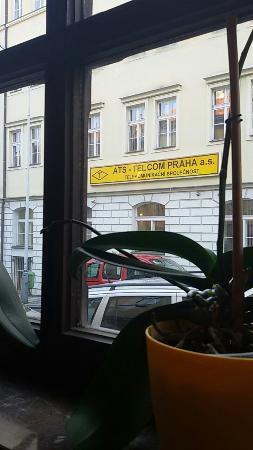 Columbo : Вид из окна кафе внутри отеля