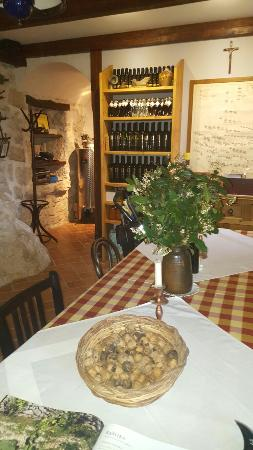 KAMENI DVORI Dubrovnik top tours with guests on lunch in this great family Mujo Tavern.
