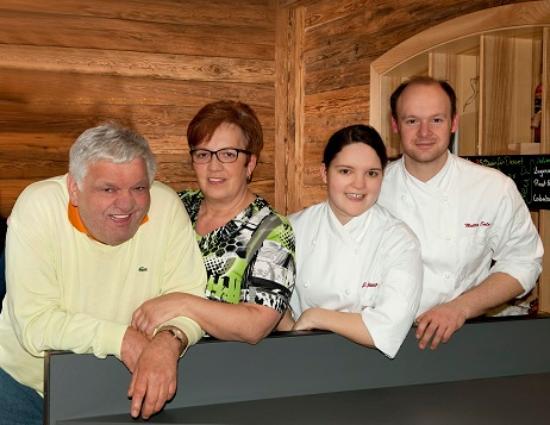 Ruhstorf an der Rott, Alemania: Julia Göttlinger und Matteo Sala, sowie Seniorchefs Johann und Katharina Göttlinger