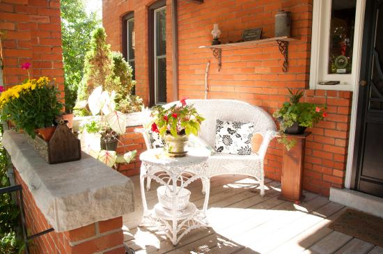 Homestead House Bed & Breakfast: Relax on our front porch